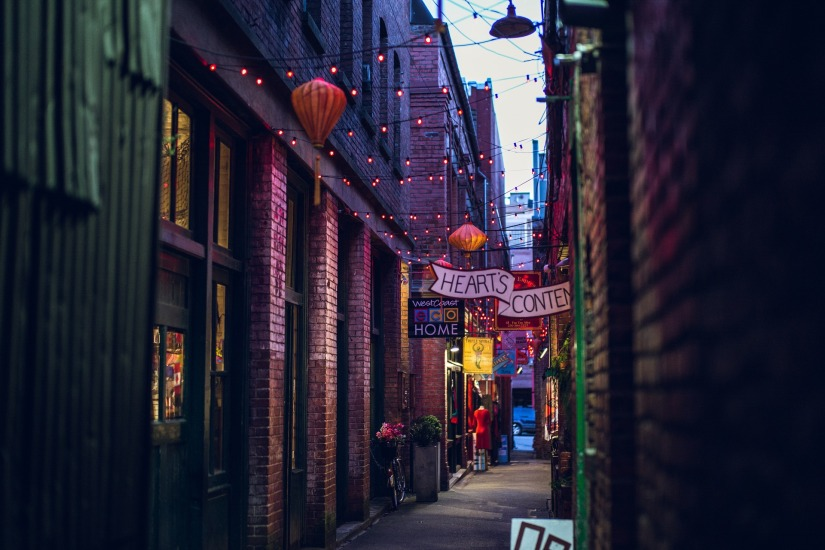 alley-1209553_1920
